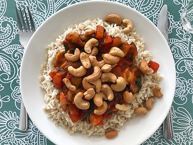 Rijst met zoetzure saus