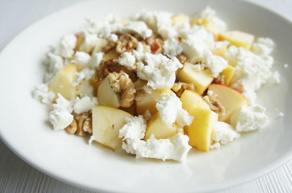 salade met geitenkaas, appel en walnoten