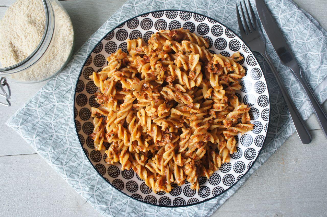 vegan pasta met zongedroogde tomaten